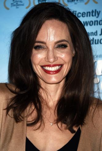Бьюти-образ дня: Анджелина Джоли в Лос-Анджелесе фото [1]