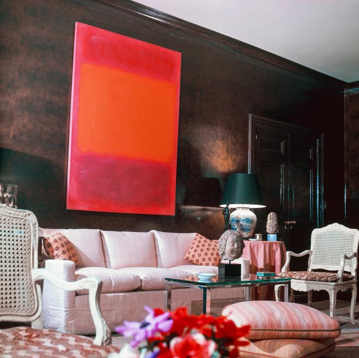 Гостиная в квартире супругов Истман в Нью-Йорке. На стене — картина Марка Ротко.