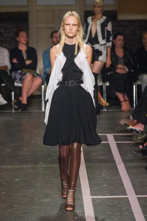 Показ Givenchy коллекции сезона Весна-лето 2015 года prêt-à-porter - www.elle.ru - Подиум - фото 591263