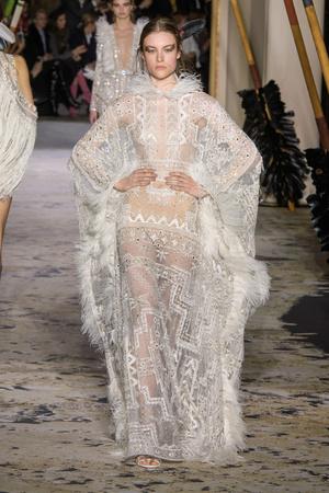 Показ Zuhair Murad коллекции сезона Весна-лето 2018 года Haute couture - www.elle.ru - Подиум - фото 677751