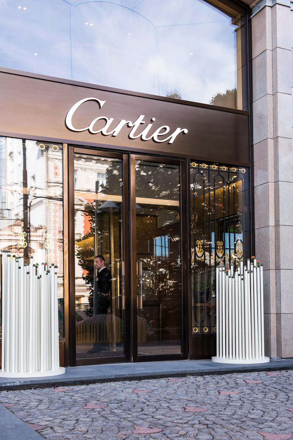 У бутика Cartier на Петровке появилась инсталляция из кактусов | галерея [1] фото [1]
