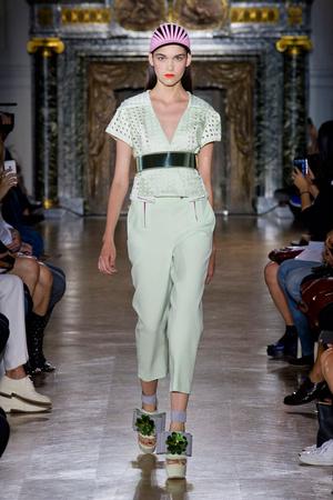 Показы мод John Galliano Весна-лето 2014 | Подиум на ELLE - Подиум - фото 3679