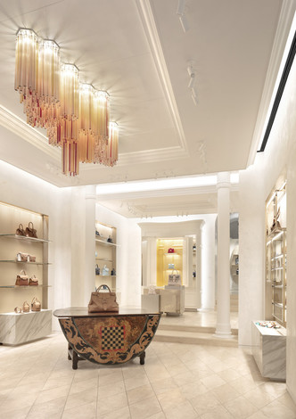 Delvaux opens its first boutique in Rome (фото 6.1)