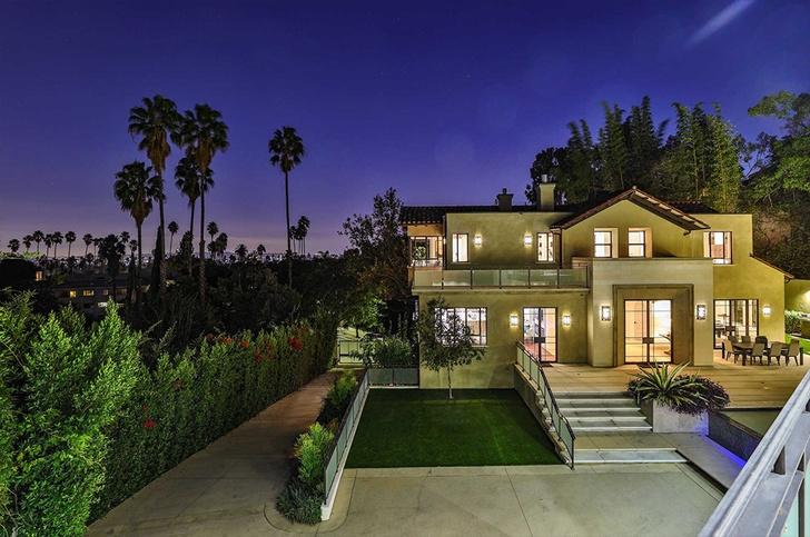 Рианна продает свой особняк в Голливуде (фото 1)