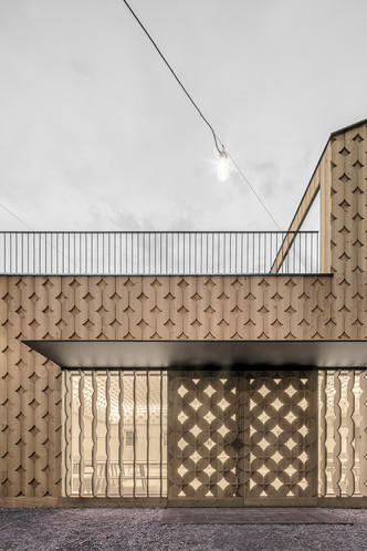 Pedevilla Architects lines cookery school with perforated timber panels (фото 1.1)