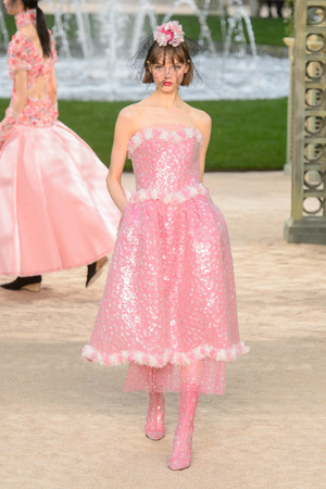 Показ Chanel коллекции сезона Весна-лето 2018 года Haute couture - www.elle.ru - Подиум - фото 673931