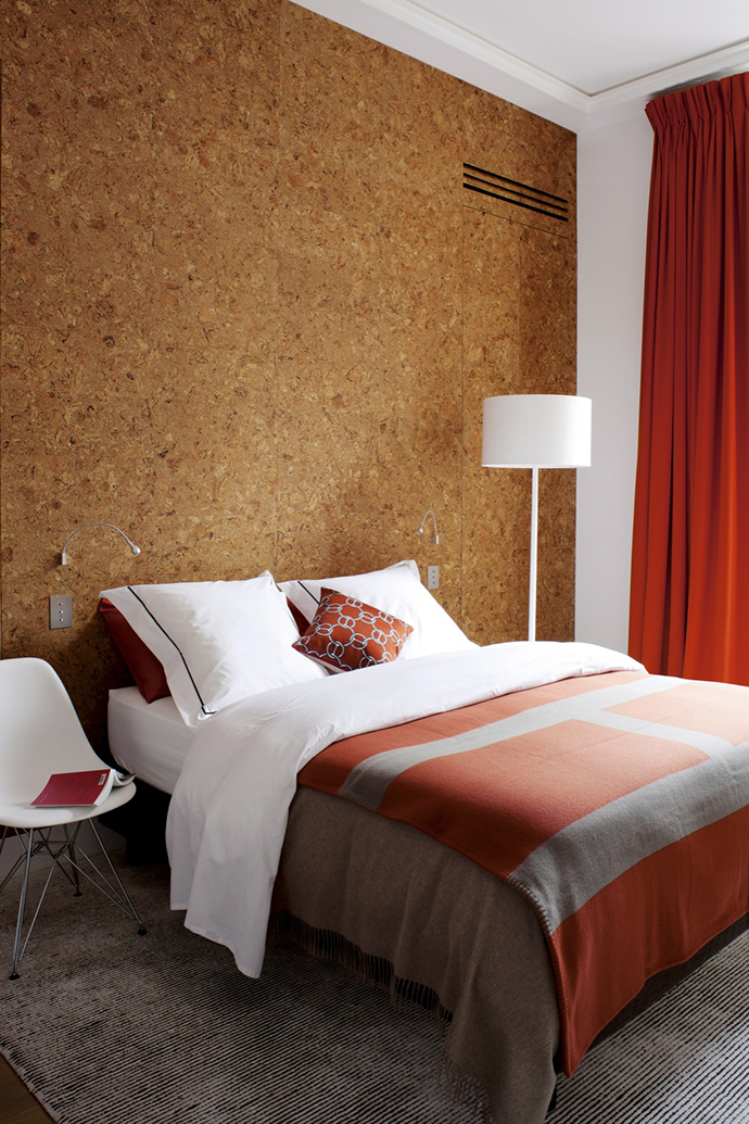 Спальня в парижской квартире