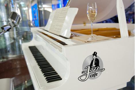 Обожаю это кафе, здесь всегда звучит мой любимый джаз!