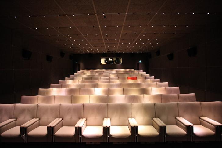 Кинотеатр отеля Katara . В зале - 99 кресел.