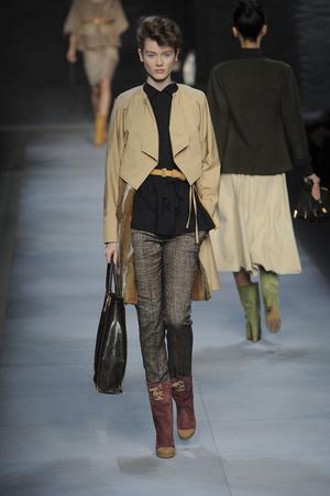 Показы мод Fendi Осень-зима 2010-2011 | Подиум на ELLE - Подиум - фото 2776