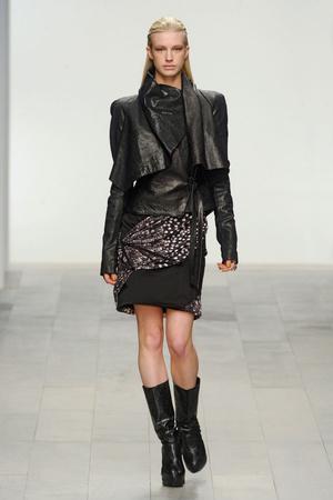 Показ Aminaka Wilmont коллекции сезона Осень-зима 2011-2012 года prêt-à-porter - www.elle.ru - Подиум - фото 236470