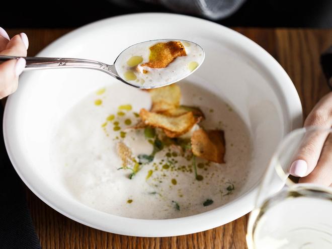3 рецепта холодных супов от шеф-поваров, которые стоит приготовить этим летом (фото 5)