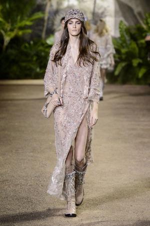 Показ Elie Saab коллекции сезона Весна-лето  2016 года Haute couture - www.elle.ru - Подиум - фото 602893
