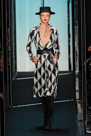Показ Diane Von Furstenberg коллекции сезона Осень-зима 2011-2012 года prêt-à-porter - www.elle.ru - Подиум - фото 228334