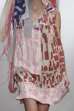 Показ Louise Gray коллекции сезона Весна-лето 2011 года Prêt-à-porter - www.elle.ru - Подиум - фото 178479