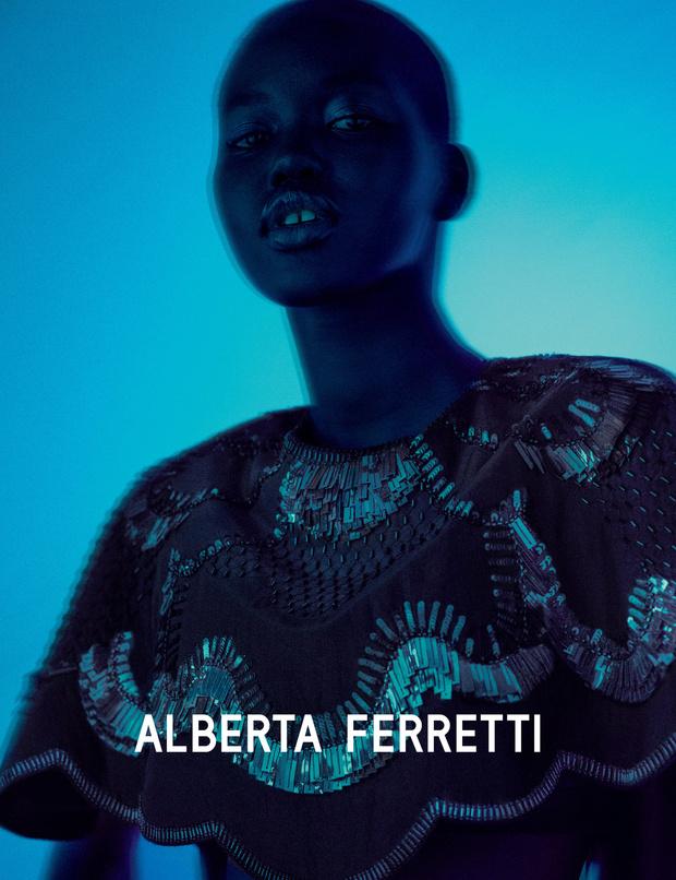 Главная супермодель 2019 года в рекламной кампании Alberta Ferretti (фото 6)