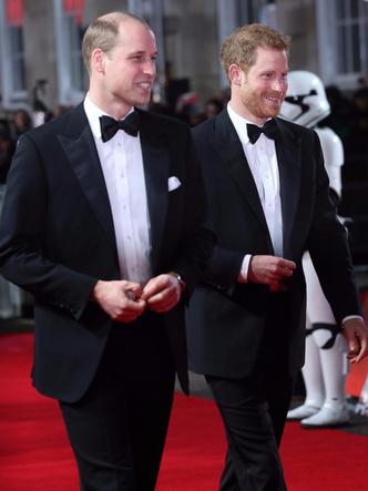 Принцы Уильям и Гарри на премьере новых «Звездных войн» (фото 5)