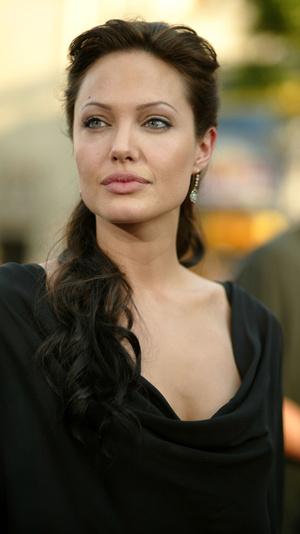 Режиссер «Лары Крофт» рассказал о трудностях работы с Анджелиной Джоли (фото 1.2)