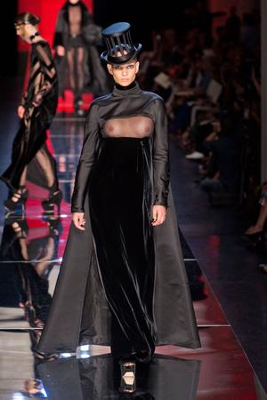 Показ Jean Paul Gaultier коллекции сезона Осень-зима 2012-2013 года Haute couture - www.elle.ru - Подиум - фото 404634