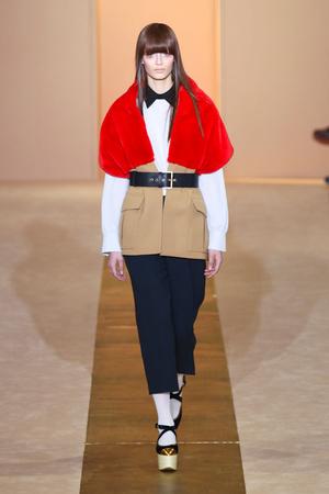 Показы мод Marni Осень-зима 2012-2013 | Подиум на ELLE - Подиум - фото 1497
