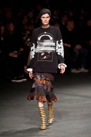 Показ Givenchy коллекции сезона Осень-зима 2013-2014 года Prêt-à-porter - www.elle.ru - Подиум - фото 543169