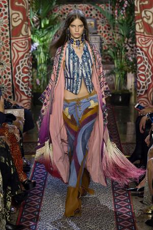 Показы мод Roberto Cavalli Весна-лето  2017 | Подиум на ELLE - Подиум - фото 4678