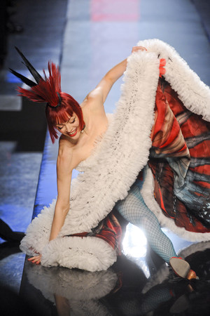Показ Jean Paul Gaultier коллекции сезона Весна-лето 2011 года Haute couture - www.elle.ru - Подиум - фото 217245