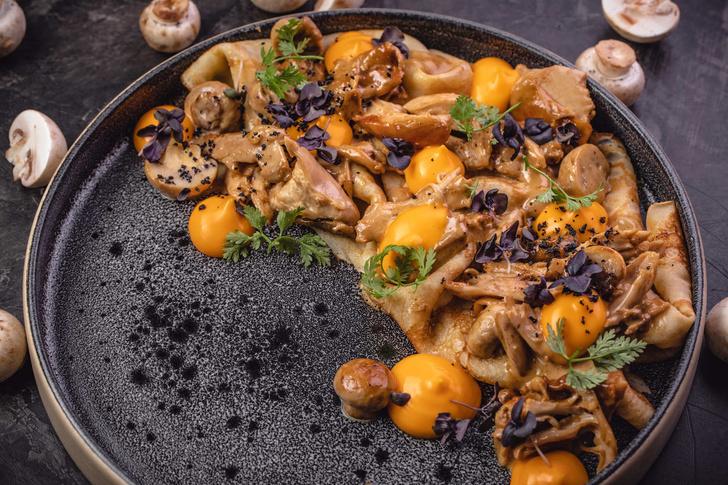 Рецепт блинов с цыпленком, грибами в сливочно-сырным соусом (фото 1)