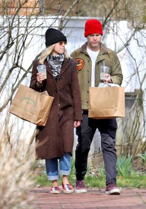 Жизнь продолжается: Кэти Перри, Скарлетт Йоханссон и Ана де Армас на шопинге в разных городах (фото 7.2)
