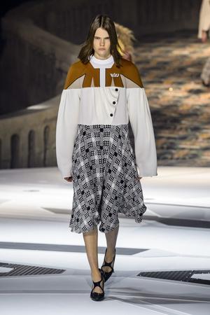 Показ Louis Vuitton коллекции сезона осень-зима  2018-2019 года Prêt-à-porter - www.elle.ru - Подиум - фото 717001