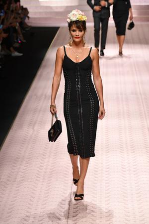 В духе Met Gala: звездопад на показе Dolce&Gabbana (фото 13.1)
