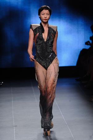 Показ Julien Fournie коллекции сезона Осень-зима 2011-2012 года Haute couture - www.elle.ru - Подиум - фото 278566