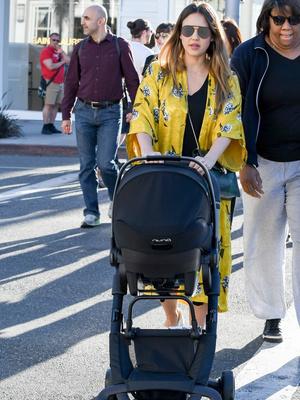 Как выглядит Джессика Альба через месяц после рождения ребенка? (фото 2)