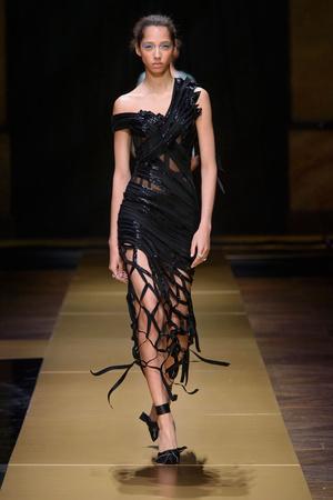 Показ Atelier Versace коллекции сезона Осень-зима 2016-2017 года Haute couture - www.elle.ru - Подиум - фото 606839