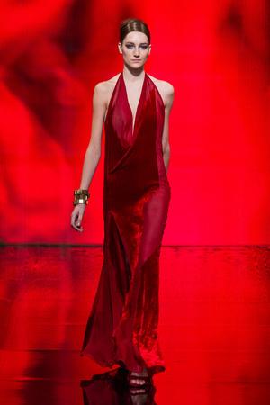 Показ Donna Karan New York коллекции сезона Осень-зима 2014-2015 года Prêt-à-porter - www.elle.ru - Подиум - фото 576735