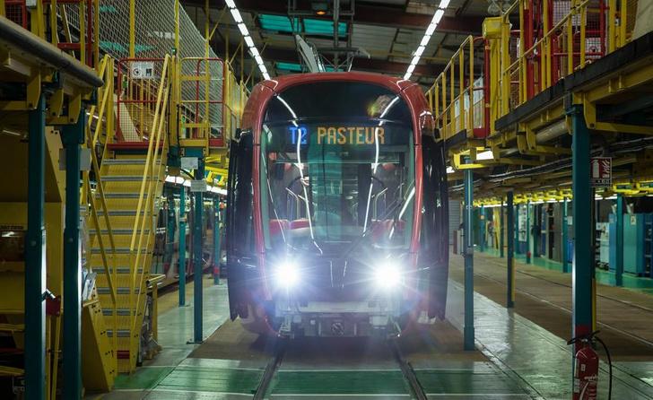 Трамвай в Ницце по дизайну Ора Ито (фото 6)