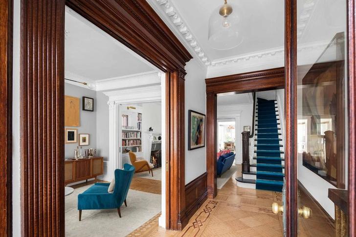 Эмили Блант и Джон Красински продают свой особняк в Бруклине фото [7]