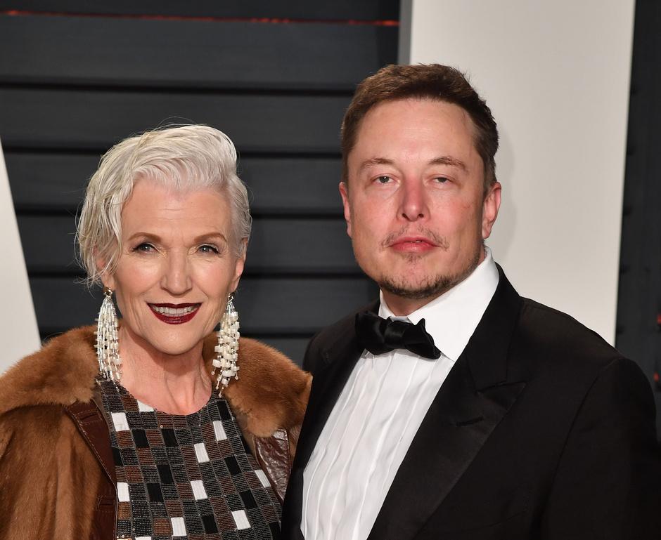 69-летняя мать Илона Маска стала лицом косметического бренда фото [5]