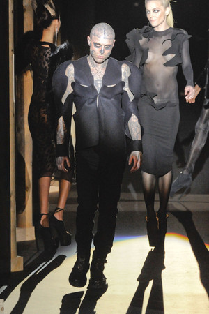 Показы мод Thierry Mugler Осень-зима 2011-2012 | Подиум на ELLE - Подиум - фото 2169