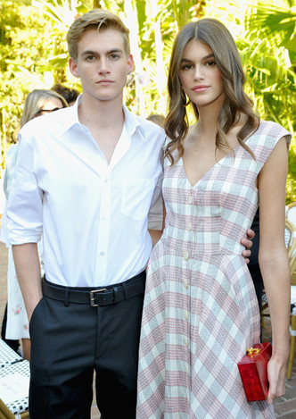 Само совершенство: Кайя Гербер в романтичном платье в Лос-Анджелесе фото [3]