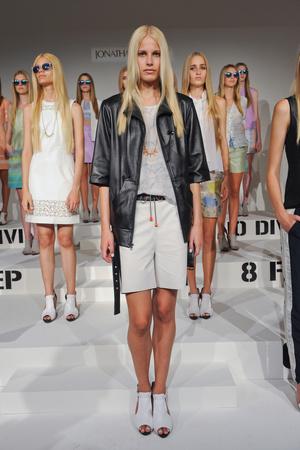 Показы мод Jonathan Simkhai Весна-лето 2013 | Подиум на ELLE - Подиум - фото 1288