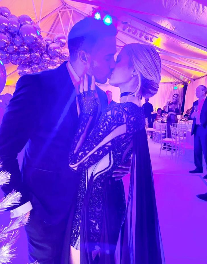 Кого целует Пэрис Хилтон? (фото 2)