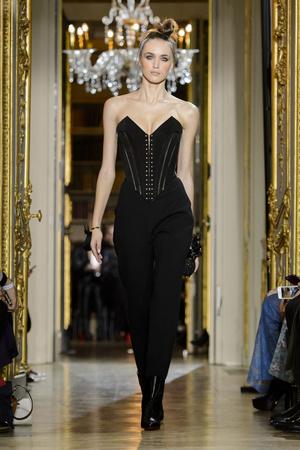 Показ Ulyana Sergeenko коллекции сезона Весна-лето  2016 года haute couture - www.elle.ru - Подиум - фото 603029