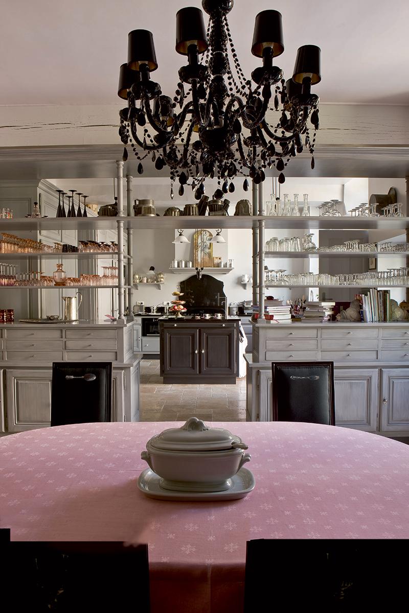 Серванты, витрины, тарелки на стене: 30+ примеров (галерея 1, фото 0)