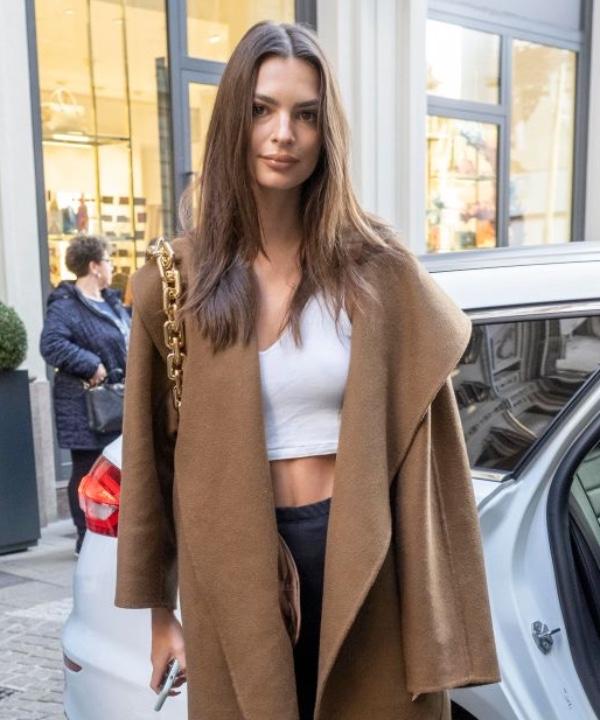 Клеш, голый пресс и низкая талия: что носят супермодели между показами Недели моды в Милане?