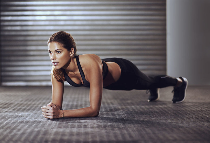 10 лучших упражнений для плоского живота и тонкой талии