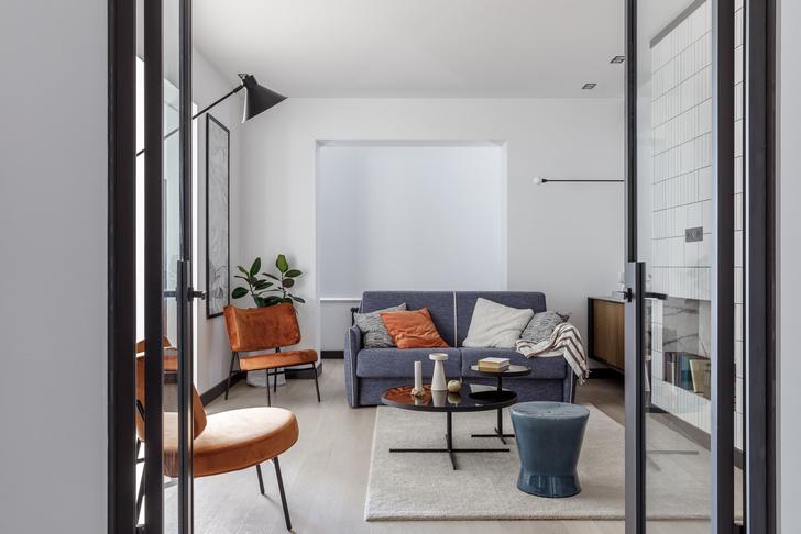 Современная интерпретация стиля «мидсенчури» для двухкомнатной квартиры в Краснодаре (фото 1)