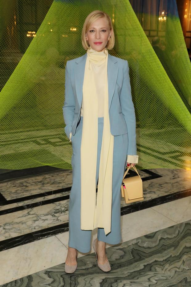Главная покупка будущего сезона – небесно-голубой костюм, как у Кейт Бланшетт (фото 1)