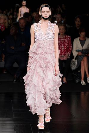 Показы мод Alexander McQueen Весна-лето 2015 | Подиум на ELLE - Подиум - фото 4215