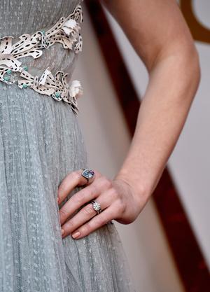 Викторианская эпоха: Эмили Блант в нежно-голубом платье на премии «Оскар-2018» (фото 5)